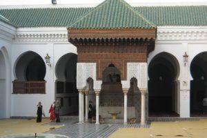 Courtyard-Al-Qarawiyyin-University-Fes.-Morocco-823x420