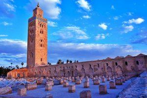 Vue-de-la-Koutoubia-Marrakech-et-ruines-de-la-primo-mosquee-2